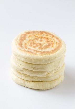 白背景上的发面饼