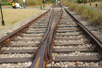 白塔公园两条铁轨