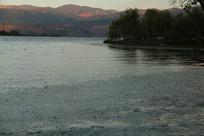 傍晚的湖畔