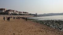 海滨风光海岸沙滩游人