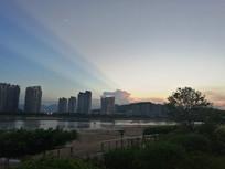 江边云彩光线阳光射线