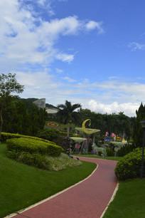 云台花园蓝天白云道路及绿化