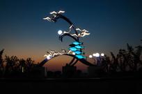 夜色下的广场雕塑图像素材