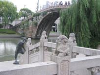 大运河河堤护栏上的石狮