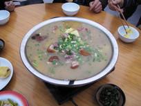 农家乐美味腊肉猪蹄汤