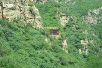 山西白人岩寺远眺寺庙