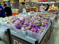 超市里的月饼卖场
