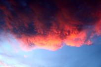翻滚的晚霞云彩