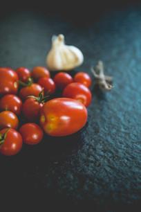 一堆小番茄