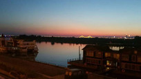 傍晚的松花江江畔