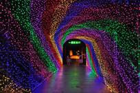 彩色的霓虹通道走廊