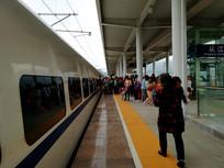 高铁站的旅客