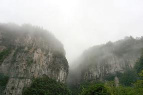 群山山崖绝壁
