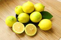 一堆黄柠檬