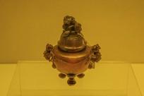 清玛瑙雕三足炉