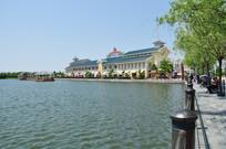 上海迪士尼湖畔风光