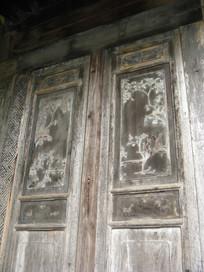 有雕花的老门
