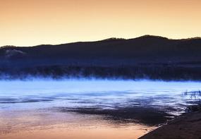 白雾室韦界河清晨河水