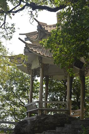 白云山公园复古尖顶亭廊