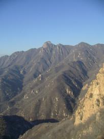 崇山峻岭的山丘