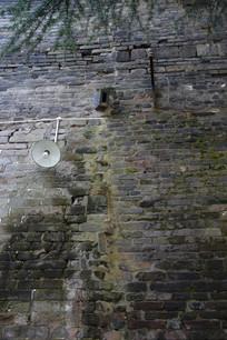 古旧的青砖墙