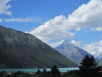 蓝天白云高山湖泊风景