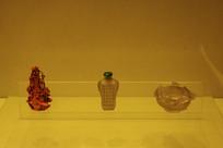 珊瑚玛瑙雕瓶形烟壶与花鸟水承