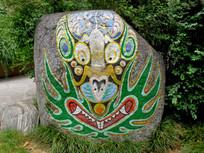 石头上画的鬼怪脸谱