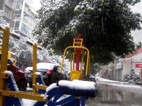 体育运动设施上的积雪