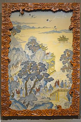 云纹框架中的刺绣作品