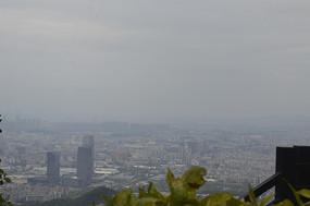 白云山朦胧隐约广州城