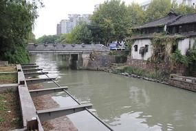 杭州小河直街小河与楼房