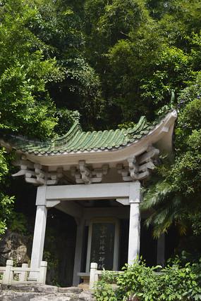 名为白云仙境碑林的亭廊