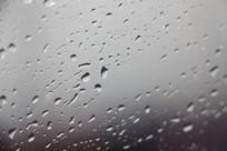 车窗上的水滴