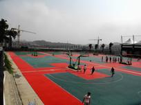 大学校园篮球场