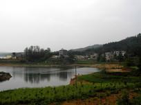 湖畔的村庄