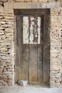 农村老旧木门背景墙墙