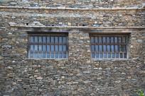 石墙墙木窗背景墙