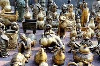 文物市场出售的各种古董