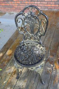 西式镂空雕花铁椅子