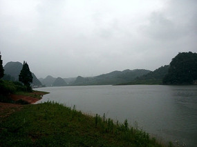 阴雨天气的红枫湖