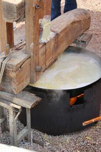 大锅木器机压面条