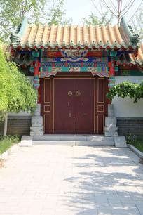 黄琉璃瓦传统红木门