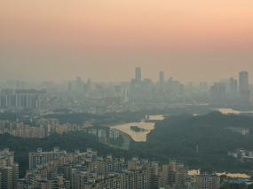 朝霞照耀的惠州市区