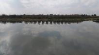 蓝天白云湖泊风景图片