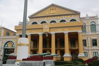 黄色欧式建筑特写