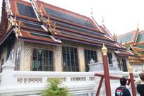 蓝色琉璃瓦的寺庙