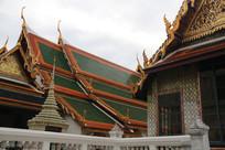 绿色琉璃瓦的寺庙