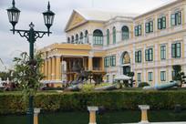漂亮的黄色欧式建筑