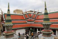 泰国寺庙与绿色尖塔